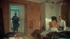 Ксения Разина засветила грудь в сериале «Вольная грамота» фото #5