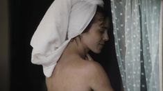 Кэрол Уэйерс оголила грудь и попу в сериале «Манхэттен» фото #3