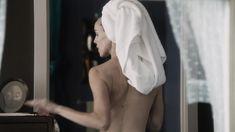 Кэрол Уэйерс оголила грудь и попу в сериале «Манхэттен» фото #6