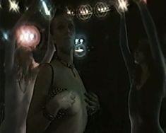 Голая грудь Ларисы Поляковой в фильме «Депрессия» фото #1