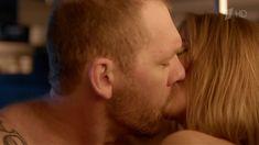 Любовь Аксенова показала голую грудь в сериале «Бывшие» фото #5