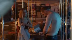 Любовь Аксенова показала голую грудь в сериале «Бывшие» фото #8
