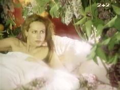 Людмила Ефименко засветила попу в фильме «Аве Мария» фото #1