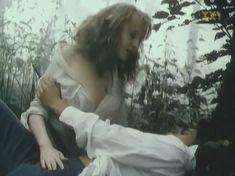 Голая грудь Марины Бакиной в фильме «Если бы знать...» фото #4