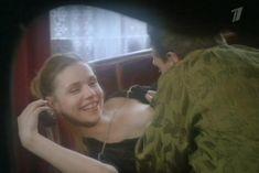 Голая грудь Марины Зудиной в фильме «Исповедь содержанки» фото #9