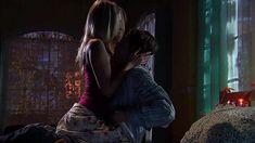 Мириам МакДональд показала голую грудь в фильме «Ядовитый плющ: Секретное общество» фото #1