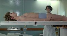 Настасья Кински показала голую грудь в фильме «Болезнь любви» фото #1