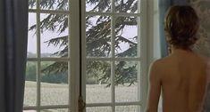 Настасья Кински показала голую грудь в фильме «Болезнь любви» фото #31