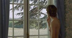 Настасья Кински показала голую грудь в фильме «Болезнь любви» фото #33