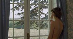 Настасья Кински показала голую грудь в фильме «Болезнь любви» фото #34