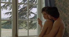 Настасья Кински показала голую грудь в фильме «Болезнь любви» фото #35