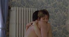 Настасья Кински показала голую грудь в фильме «Болезнь любви» фото #42