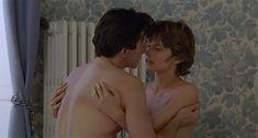 Настасья Кински показала голую грудь в фильме «Болезнь любви» фото #44