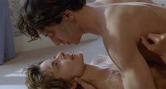 Настасья Кински показала голую грудь в фильме «Болезнь любви» фото #47