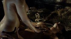 Голая грудь Наталии Вернер в сериале «Столпы Земли» фото #3