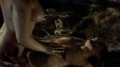 Голая грудь Наталии Вернер в сериале «Столпы Земли» фото #5