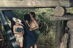 Наталья Воробьева показала голую грудь в сериале «Карусель» фото #8