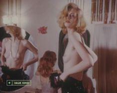 Голая грудь Натальи Кишовой в фильме «Чертовы куклы» фото #5