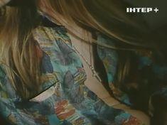 Наталья Флоренская засветила грудь в фильме «Полтергейст – 90» фото #4