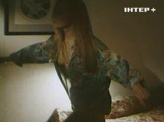 Наталья Флоренская засветила грудь в фильме «Полтергейст – 90» фото #7