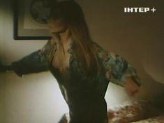 Наталья Флоренская засветила грудь в фильме «Полтергейст – 90» фото #8