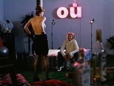 Голая грудь Олеси Поташинской в фильме «Восемь с половиной долларов» фото #8