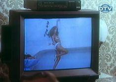 Ольга Дроздова показала голую грудь в фильме «Веселенькая поездка» фото #3