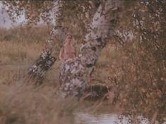 Ольга Кабо показала голые сиськи в фильме «Бегущий по льду» фото #2