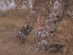 Ольга Кабо показала голые сиськи в фильме «Бегущий по льду» фото #3