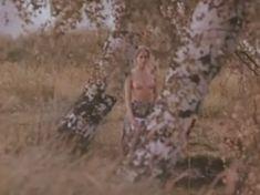 Ольга Кабо показала голые сиськи в фильме «Бегущий по льду» фото #4