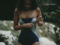 Молодая Ольга Кабо оголила сиськи в сериале «Поражение» фото #6