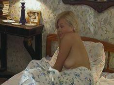 Голая грудь Ольги Карпович в сериале «Кромъ» фото #3