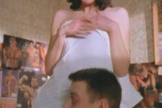 Голая грудь Ольги Сутуловой в сериале «Зал ожидания» фото #1
