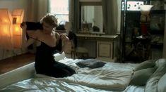 Рената Литвинова показала голую попу в фильме «Мне не больно» фото #1