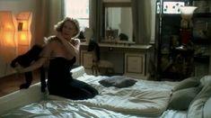 Рената Литвинова показала голую попу в фильме «Мне не больно» фото #2