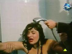 Светлана Прус показала голые сиськи в фильме «Прощание с Каиром» фото #6