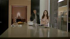 Пышная голая грудь Софи Рандл в сериале «Эпизоды» фото #4