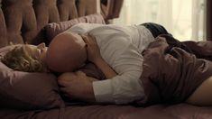 Софья Лебедева засветила грудь в сериале «Бывшие» фото #5