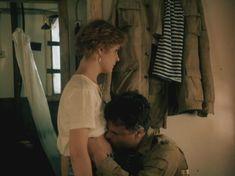 Татьяна Догилева показала голую грудь в фильме «Афганский излом» фото #1