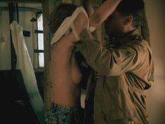 Татьяна Догилева показала голую грудь в фильме «Афганский излом» фото #2