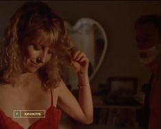 Голая грудь Тери Гарр в фильме «От всего сердца» фото #25