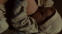 Хейли Этвелл снялась голой в сериале «Столпы Земли» фото #19