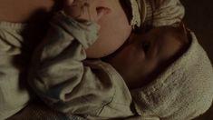 Хейли Этвелл снялась голой в сериале «Столпы Земли» фото #20