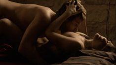 Хеле Кыре оголила грудь и попу в фильме «Я был здесь» фото #8