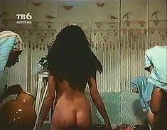 Голая попка Шерилин Фенн в фильме «Раб снов» фото #3