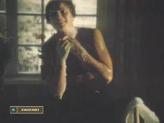 Элле Кулль показала голую грудь в фильме «Цену смерти спроси у мертвых» фото #3