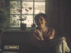 Элле Кулль показала голую грудь в фильме «Цену смерти спроси у мертвых» фото #4