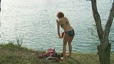 Эльвира Болгова оголила грудь и попу в сериале «Близнецы» фото #21