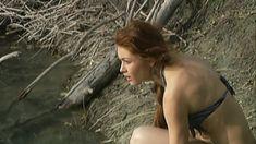 Эльвира Болгова оголила грудь и попу в сериале «Близнецы» фото #23