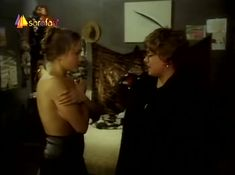 Голая грудь Эльвиры Болговой в фильме «Кому я должен – всем прощаю» фото #7